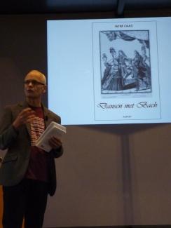 Wim Faas presenteert zijn boek.